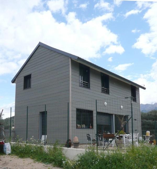 Maison dzeta for Bardage metallique pour maison